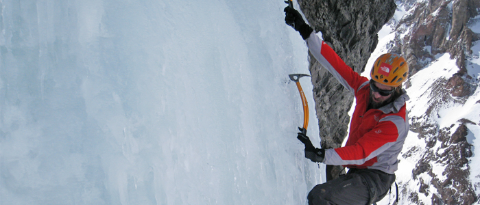 Header Andres Zegers escalando el Sajama