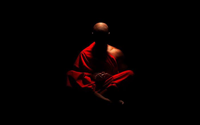 Monje meditando-667742