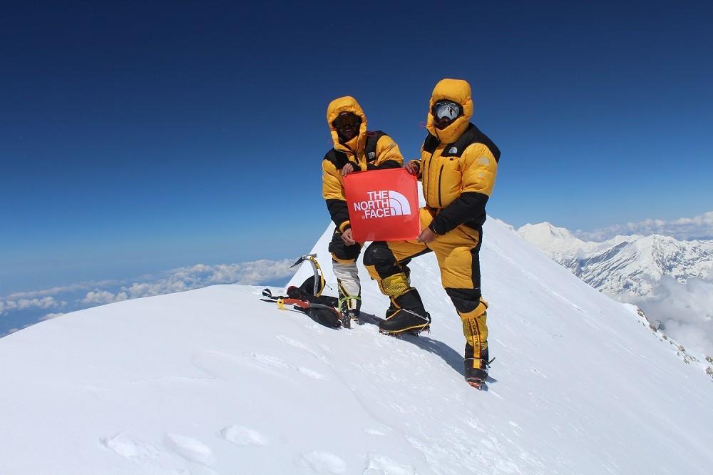 Juan Pablo Mohr y Sebastián Rojas en la cumbre de Annapurna
